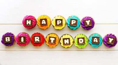 Happy-Birthday-Cupcakes-Wallpaper-Desktop
